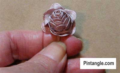 How to make a Ric Rac rose step 4